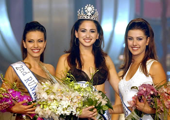 Rita on the left at Miss Lebanon 2003 (Photograph source: Lebanese Pageant)